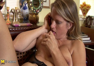 hot american cougar mommy masturbates whilst